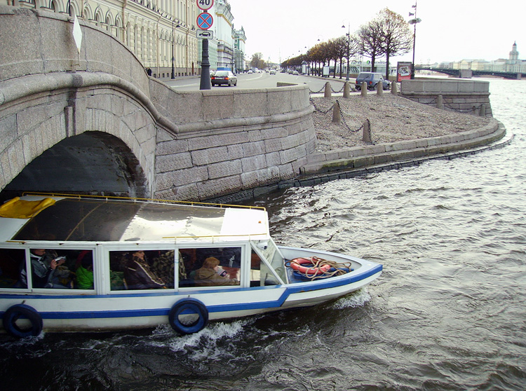 Water excursions in St.  Petersburg, boat trips on the rivers and canals, boat trips along the Neva River, boat trips on the bridges