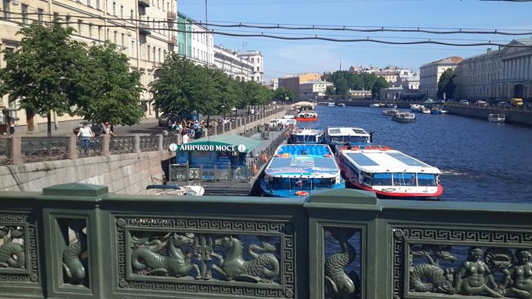 Причал у Аничкова моста на набережной реки Фонтанки,27