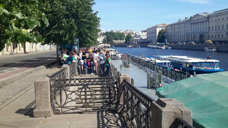Экскурсии на теплоходах у Аничкова моста