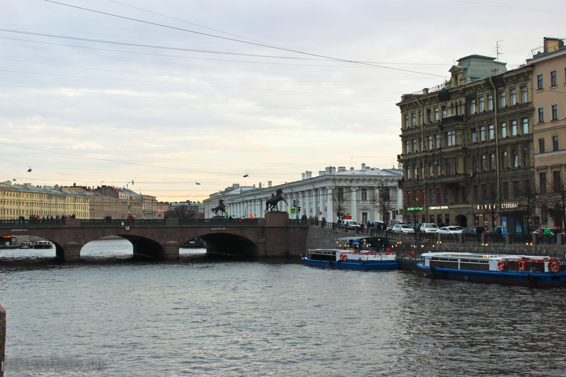 Водные экскурсии в Санкт-Петербурге, водные экскурсии по рекам и каналам, водные экскурсии по Неве, водные прогулки на развод мостов, причал у Аничкова моста на Фонтанке 27, //vodnye-ekskursii.ru/; +7 (921) 578-42-10