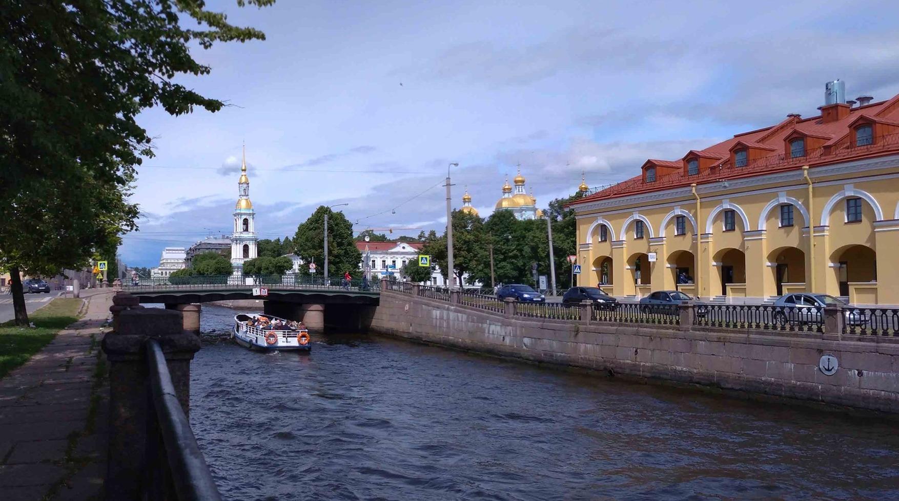 по рекам и каналам Петербурга на речном трамвайчике